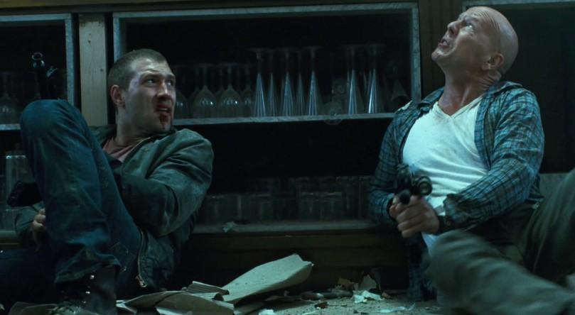 """""""Alltså Bruce, vad gör du här egentligen?"""" """"JAG HAR SEMESTER!!"""""""