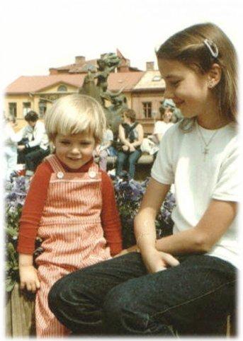 För att hon var en sån här blond och söt liten tös, förstås.