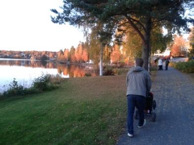 Jag har uppskattat det fantastiskt vackra höstvädret på promenad runt sjön
